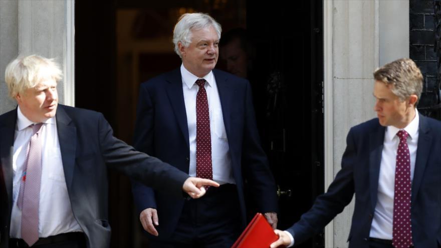 El canciller británico Boris Johnson, el ministro de Brexit David Davis y el secretario de Defensa Gavin Williamson 3 de junio de 2018