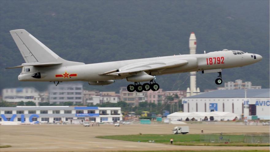 La Armada China ha adaptado los antiguos bombarderos H-6G en aviones de guerra electrónica.