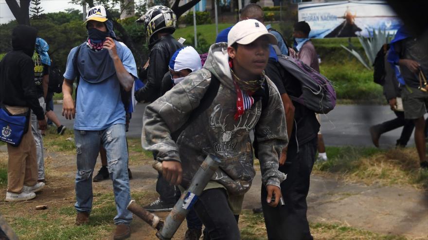 Manifestantes antigubernamentales en un enfrentamiento con la Policía en Managua (capital de Nicaragua), 30 de junio de 2018.