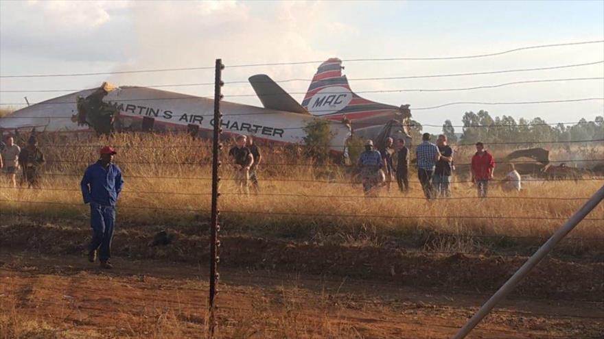 El avión de pasajeros siniestrado en el aeropuerto de Wonderboom al norte de Pretoria, la capital de Sudáfrica, 10 de julio de 2018.