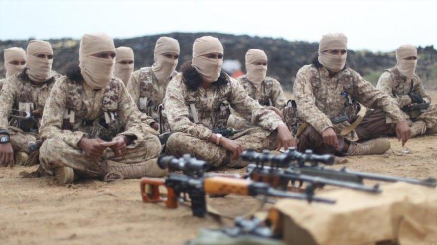 Insurgentes del grupo terrorista EIIL (Daesh, en árabe) en Yemen.