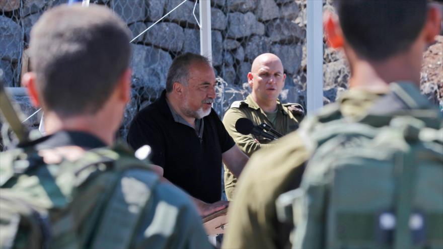 El ministro israelí de asuntos militares, Avigdor Lieberman, durante su visita a los altos de Golán, ocupados por Israel, 10 de julio de 2018.