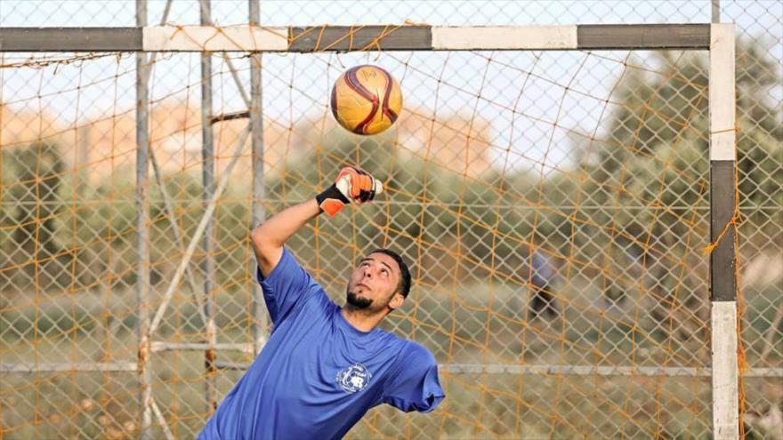 Vídeo: Palestinos mutilados en ataques israelíes juegan al fútbol