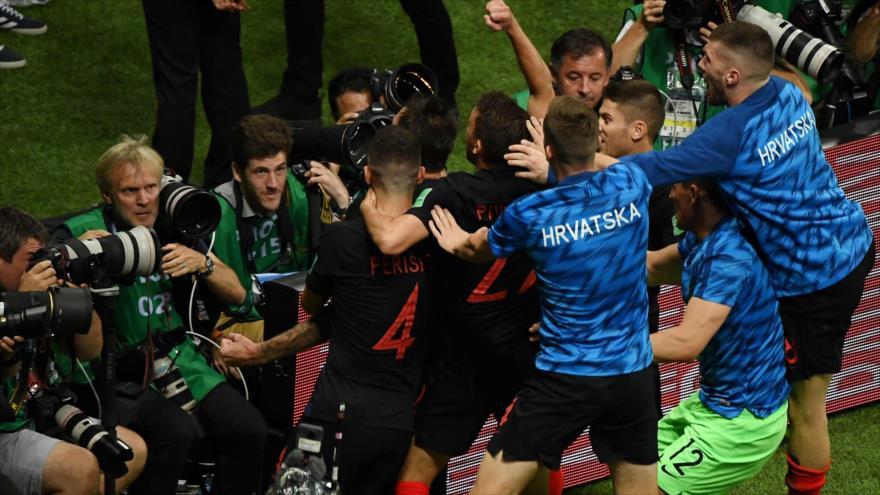 Los jugadores croatas celebran su segundo gol en el partido de semifinales de la Copa Mundial, Moscú, 11 de julio de 2018. Fuente: AFP