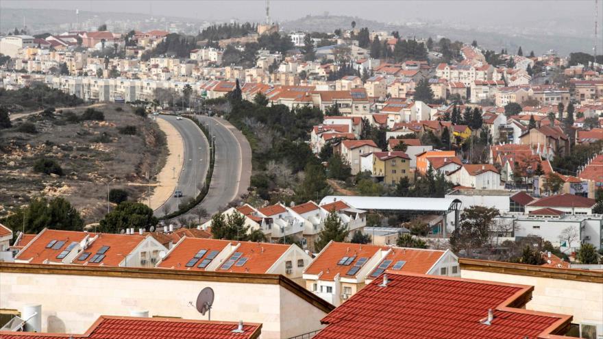 El asentamiento israelí de Ariel cerca de la ciudad cisjordana de Nablus, ocupada por el régimen de Israel.