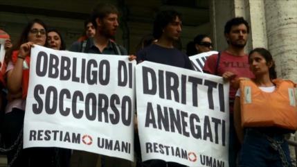 Italianos protestan en Roma contra las políticas antimigratorias