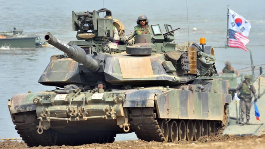 Un tanque de EE.UU. interviene en unas maniobras militares conjuntas con Corea del Sur.