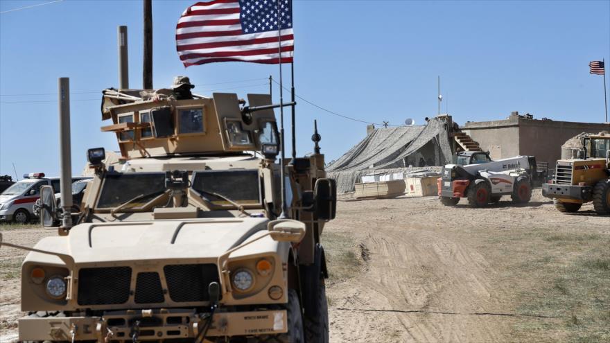 Un vehículo blindado del Ejército de EE.UU. en la ciudad de Manbiy, norte de Siria, 4 de abril de 2018.