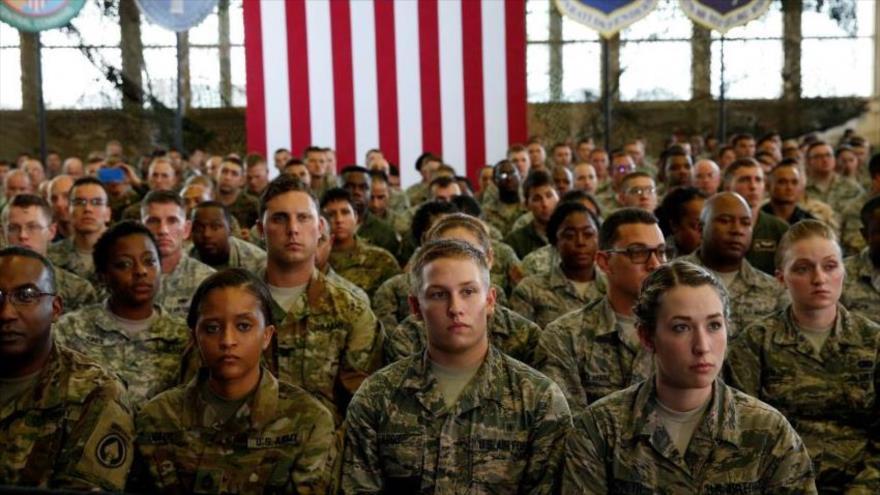 Las fuerzas militares del Ejército de Estados Unidos durante una reunión.