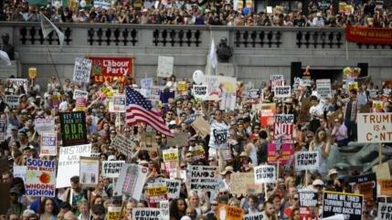 Más de 80 mil personas protestan en Londres: ¡Trump apesta!