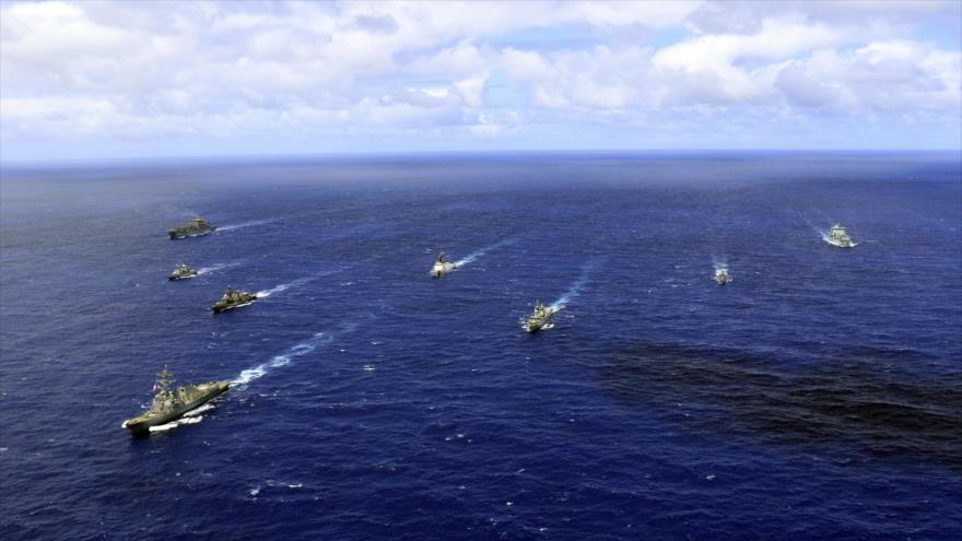 """Navios de guerra dos EUA  França, Canadá e Chile navegam no Oceano Pacífico para participar do exercício militar """"Rimpac"""", em 24 de junho de 2018."""