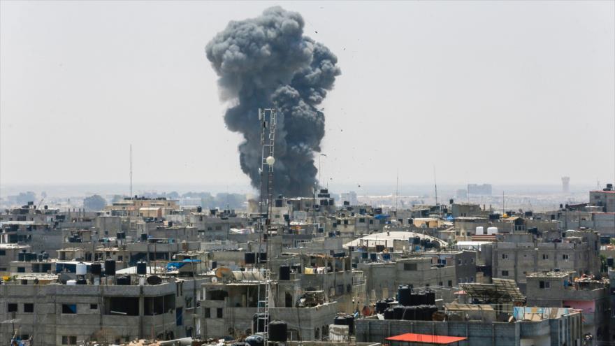 Israel bombardea en Gaza, mata a dos e intercepta misiles de respuesta