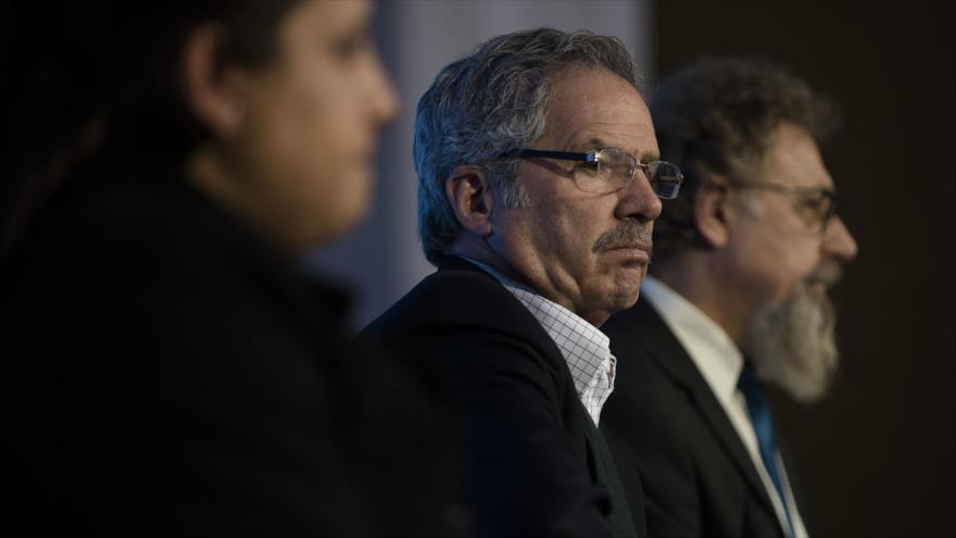 El diputado argentino del partido peronista Frente Renovador (FR) Felipe Solá (C).
