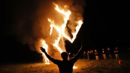 Auge de 'neonazis' y racistas en próximas elecciones de EEUU