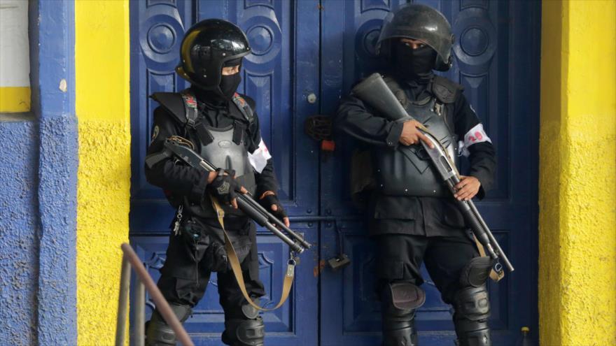 Las fuerzas de la Policía de Nicaragua se enfrentan a grupos violentos en Masaya, a unos 35 km de Managua, la capital, 13 de julio de 2018.