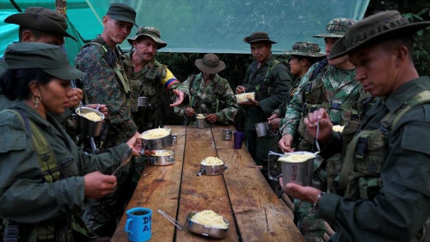 Miembros de la disuelta guerrilla FARC desplegaos en un campo militar, 25 de enero de 2017.