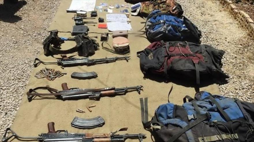Imagen muestra unas armas incautadas a los terroristas abatidos en la provincia de Kermansha por las fuerzas de seguridad de Irán.