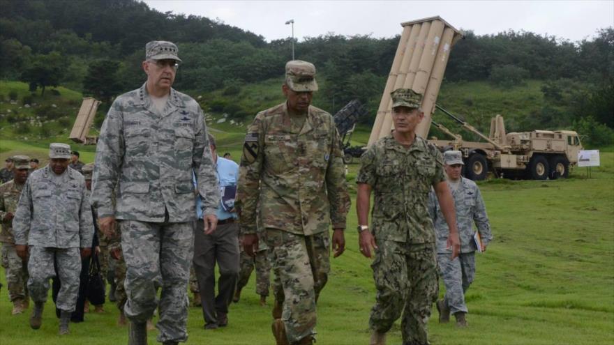 Varios altos oficiales militares estadounidenses supervisan el despliegue del sistema de Defensa Terminal a Gran Altitud (THAAD, por sus siglas en inglés) en Corea del Sur.