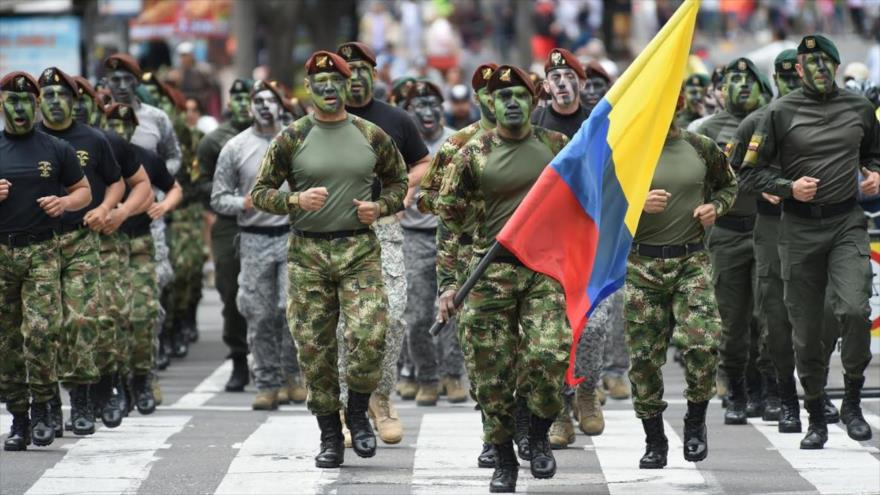 Un grupo de soldados colombianos durante un desfile militar.