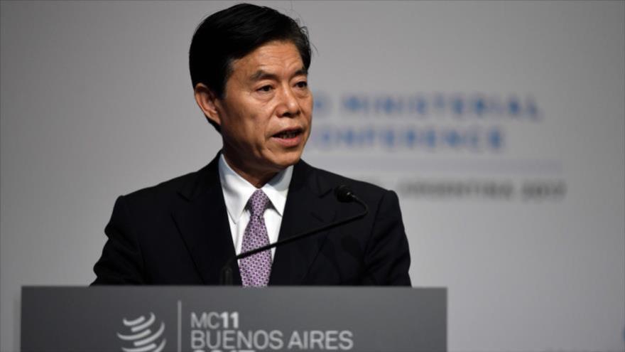 El ministro de Comercio de China, Zhong Shan, habla en una conferencia en Buenos Aires, Argentina, 11 de diciembre de 2017.