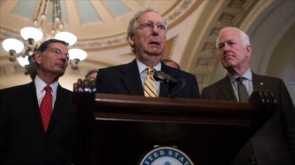 Líder de mayoría de Senado pide audiencia para sanciones antirrusas
