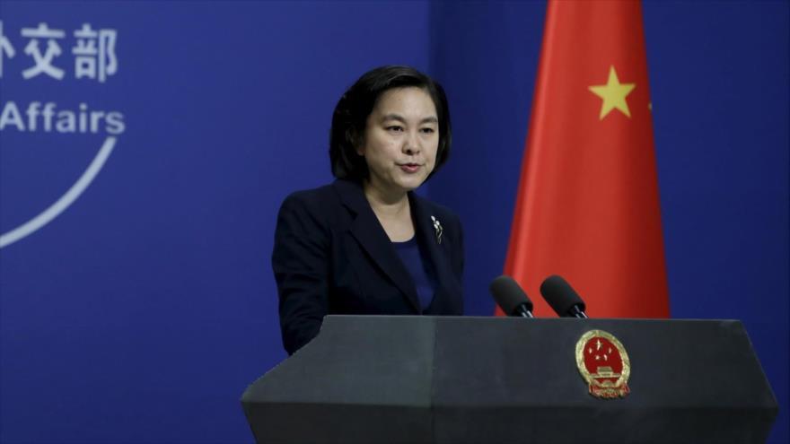 La portavoz de la Cancillería de China, Hua Cunying, durante una rueda de prensa en Pekín, la capital.
