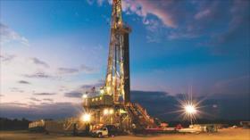 Aumenta precio de petróleo tras disminuirse pozos activos en EEUU