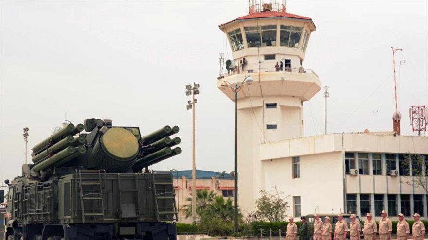Defensa aérea rusa derriba dron terrorista en base Hmeimim en Siria