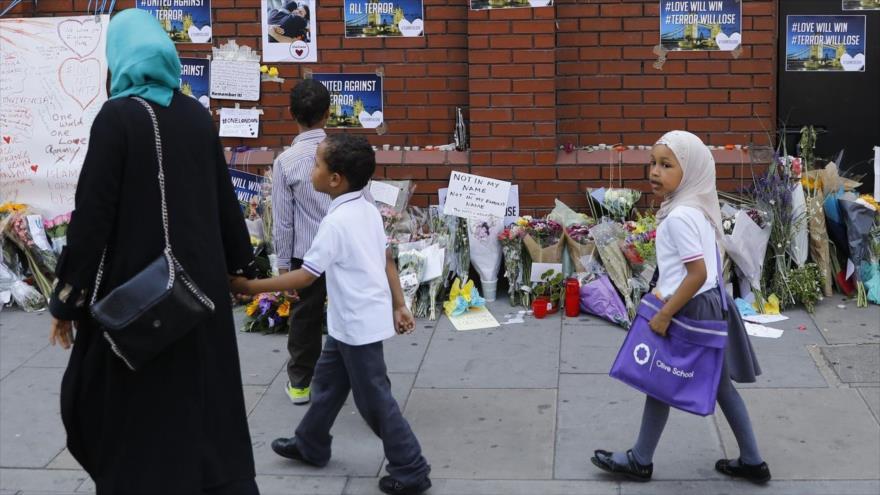 Una familia musulmana en el área de Finsbury Park, en Londres, capital británica, 20 de junio de 2017.