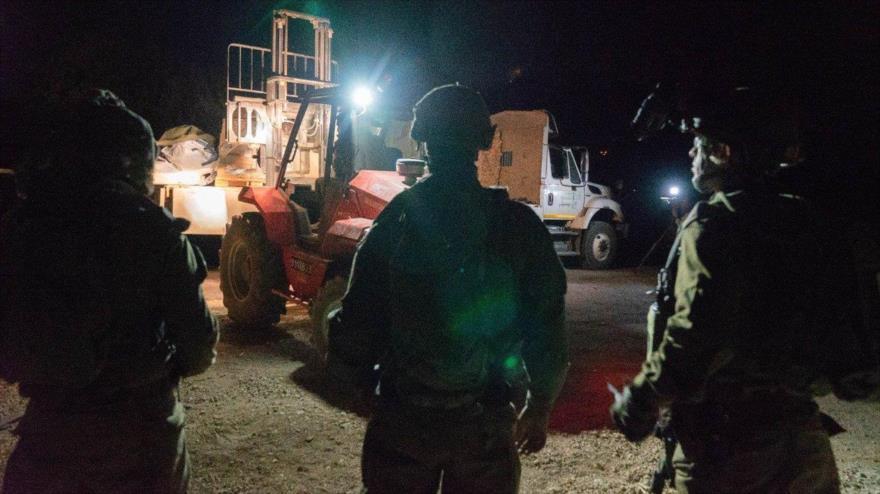 Soldados israelíes envían ayudas a los llamados rebeldes y sus familias en Siria, julio de 2018.