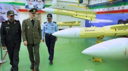 Irán inaugura línea de producción en masa de nuevo misil aire-aire