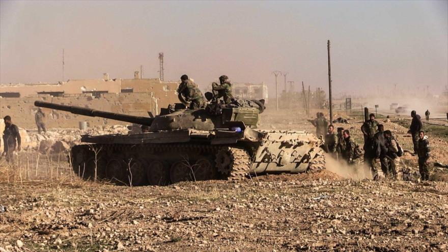 Un tanque del Ejército sirio desplegado en la provincia de Idlib, norte de Siria.