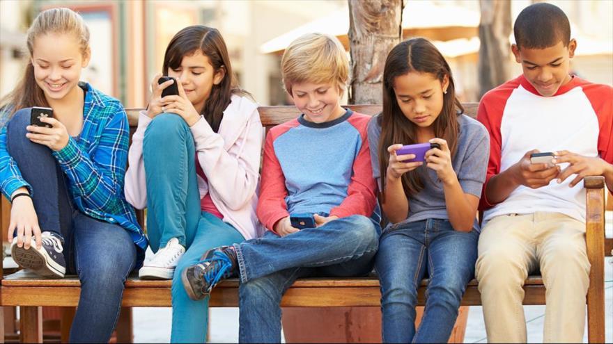 Los adolecentes que abusan del móvil tienen doble riesgo de trastorno por déficit de atención e hiperactividad.