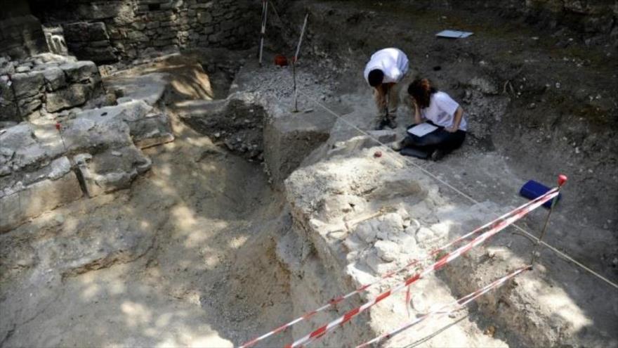 Hallan diente de leche de 560 mil años en cueva francesa | HISPANTV