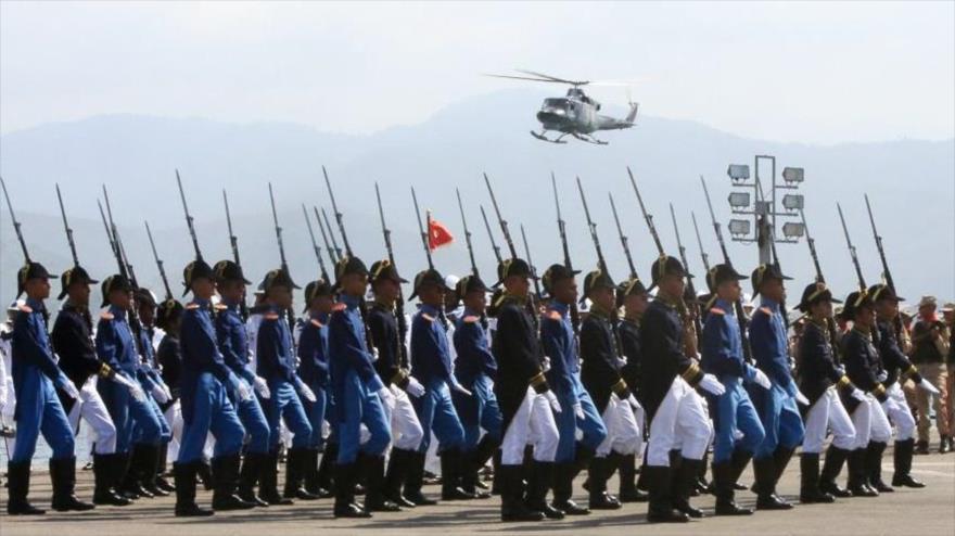 Maduro pide desarrollar vínculo militar con poderes como Irán