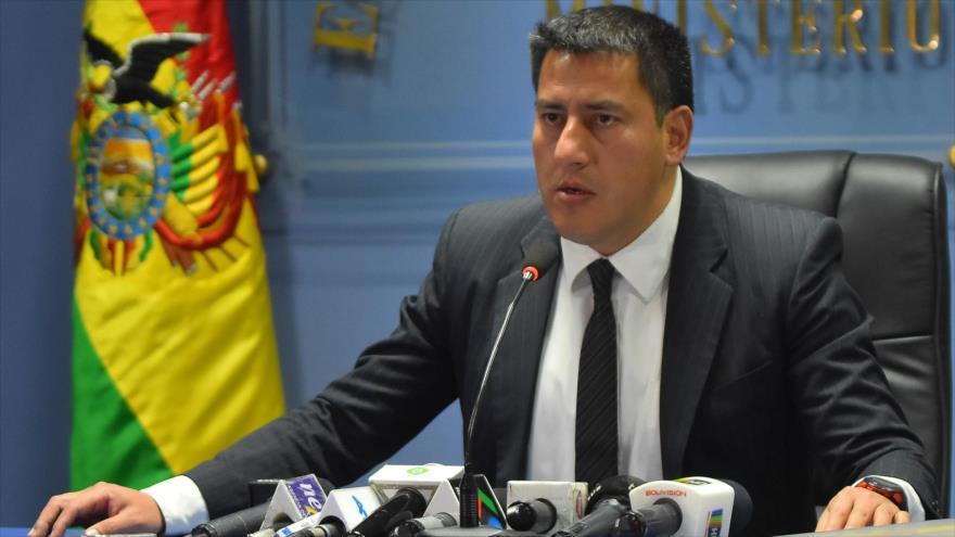 El ministro de Defensa de Bolivia, Javier Zavaleta, durante una conferencia de prensa.