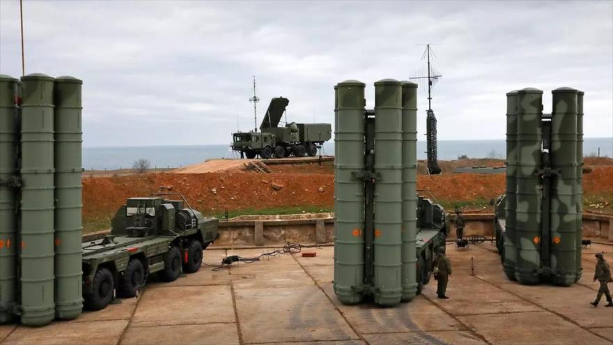 Baterías del sistema antimisiles ruso S-400.