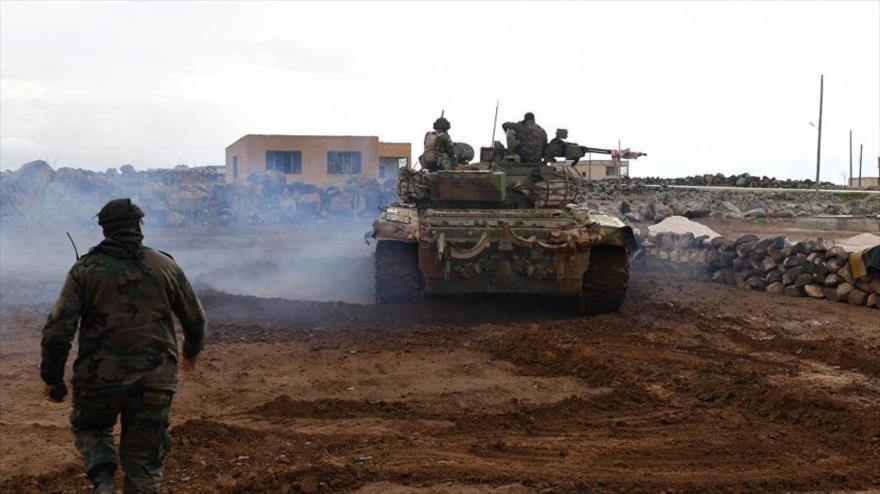 Ejército sirio ataca posiciones de terroristas en Idlib y Hama