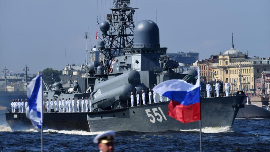 Rusia celebra Día de la Armada con un gran desfile naval