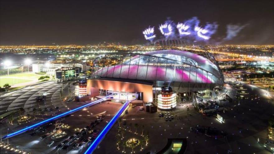 Fuego artificial en el Estadio de Jalifa en Doha, celebrando la elección de Catar en diciembre de 2010 como anfitrión de la Copa Mundial 2020.
