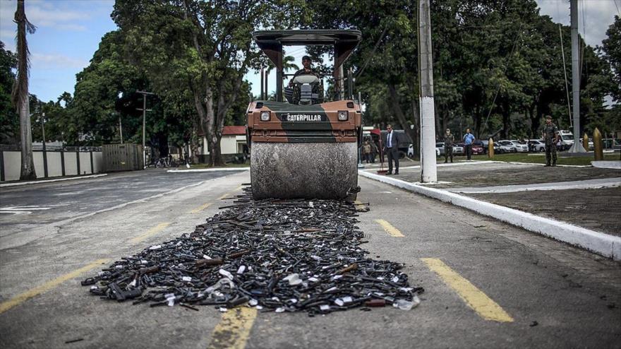 La policía de Brasil destruye armas de fuego confiscadas, 2 de julio de 2017.