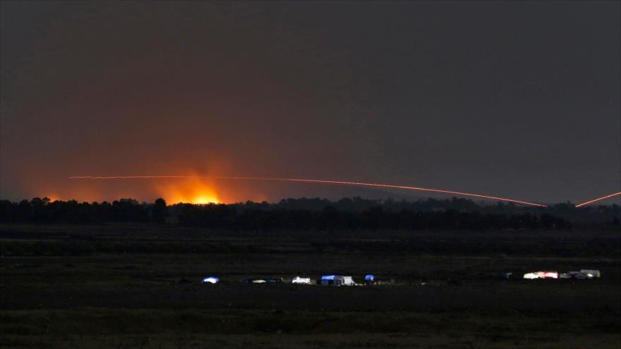 Explosiones provocadas por ataques de la aviación siria contra terroristas en la provincia de Daraa, suroeste de Siria, 24 de julio de 2018.