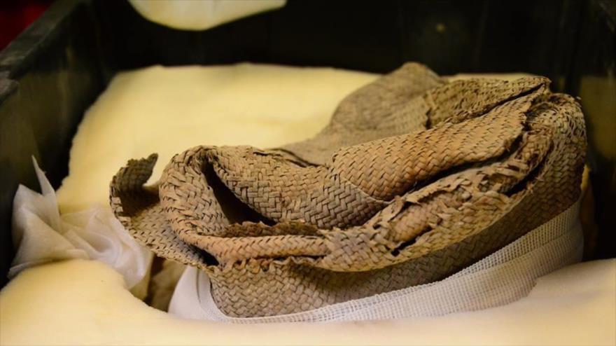 El costal junto con el que fue hallada la momia de un niño en México.