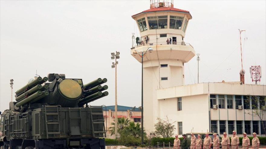 Rusia derriba dron de rebeldes lanzado a su base aérea en Siria