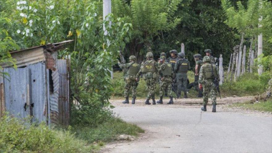 Efectivos del Ejército colombiano estacionados en una aldea en el norte del país.