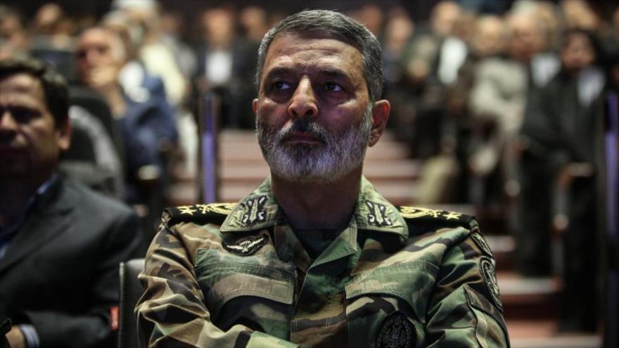 El comandante en jefe del Ejército de Irán, el general de brigada Abdolrahim Musavi, en un acto militar.