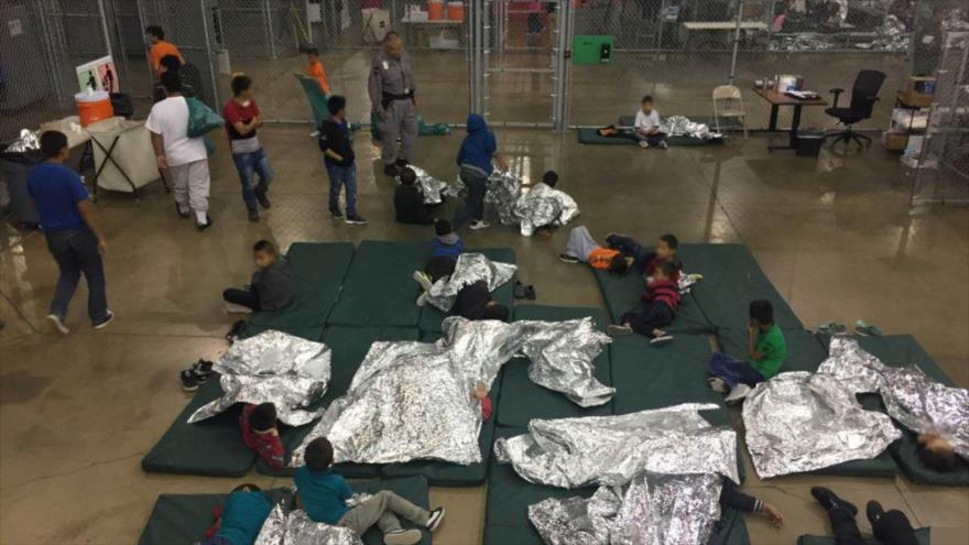 Oficial de EEUU: Migrantes son detenidos en 'campamento de verano'
