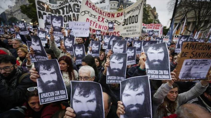 Masiva marcha por la desapaición del activista Santiago Maldonado en Buenos Aires, capital argentina, agosto de 2017.