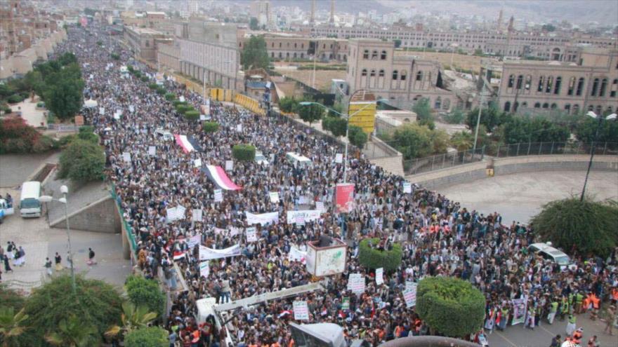 Miles de yemeníes protestan contra crímenes de Riad y sus aliados
