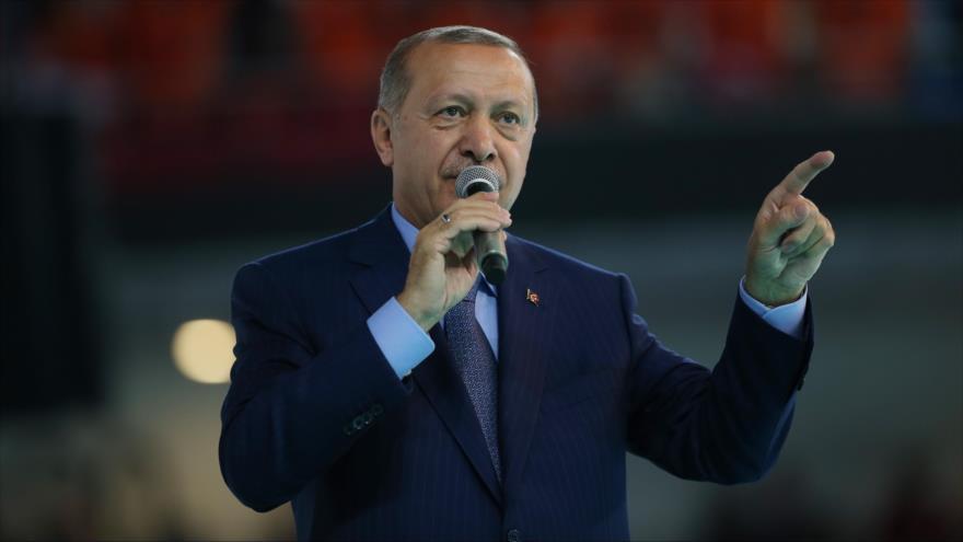 Erdogan ordena congelación de bienes de dos ministros de EEUU